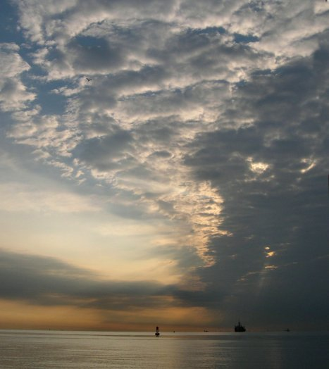 A New Day breaks on Raritan Bay, Staten Island, NY, USA